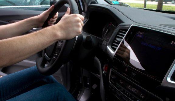 Der Auto-Starter befindet sich oft auf der Fahrerseite des Motors